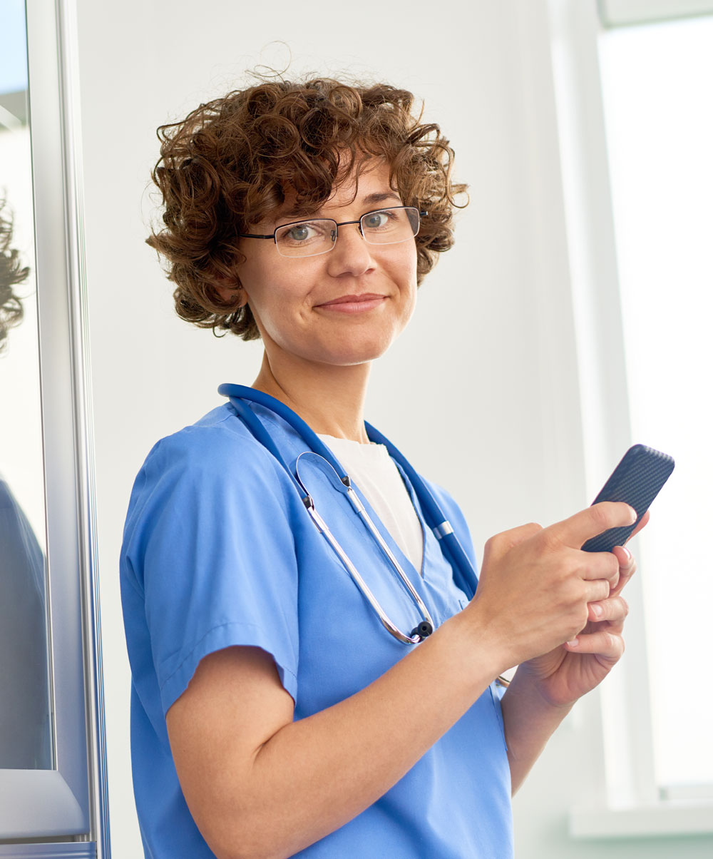 physician-with-mobile-phone
